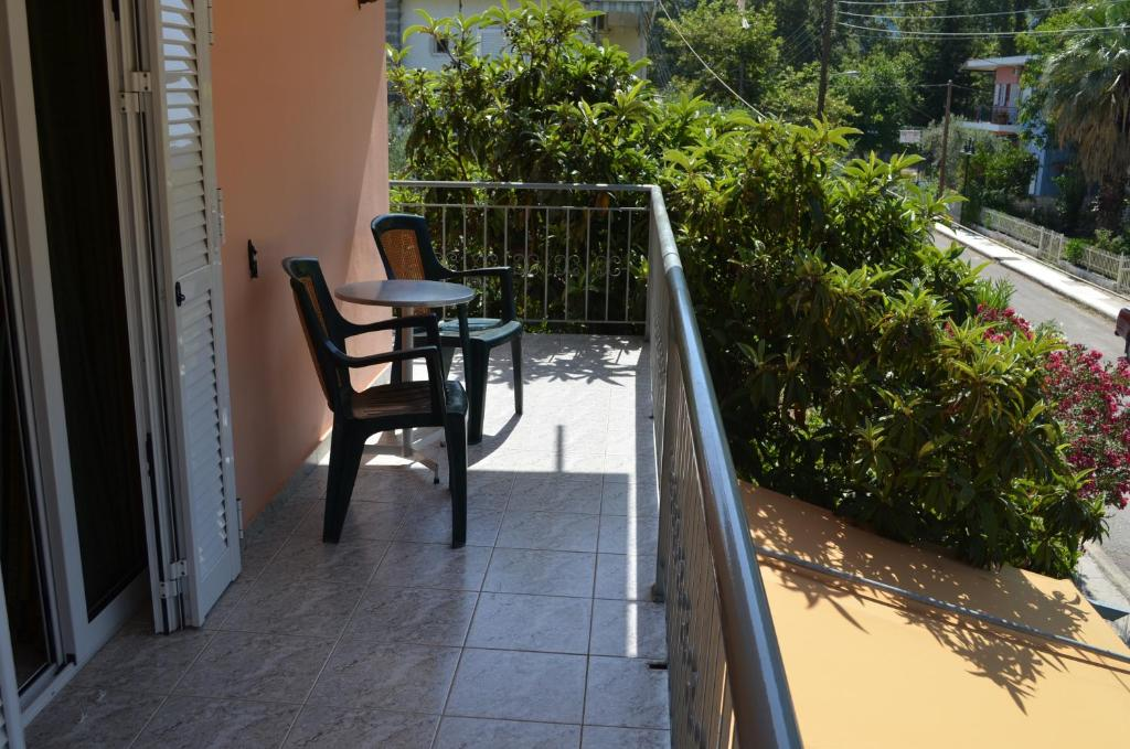 A balcony or terrace at Hotel Loula Rooms and Apartments