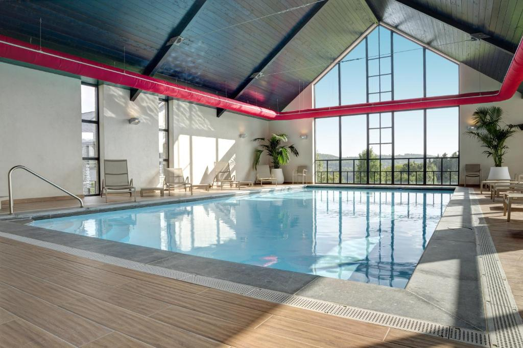 The swimming pool at or close to Maisons de Vacances Azur en Ardenne