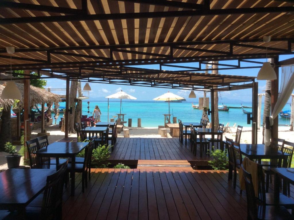 Ein Restaurant oder anderes Speiselokal in der Unterkunft Salisa Resort
