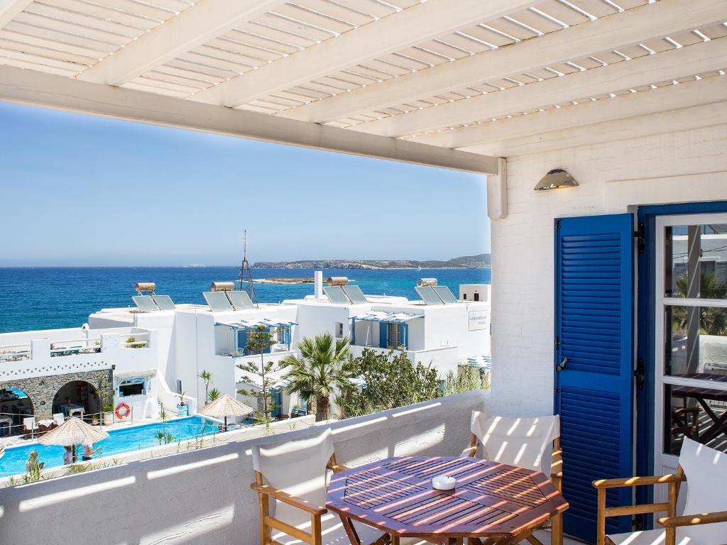 Θέα της πισίνας από το Janos Studios and Apartments ή από εκεί κοντά
