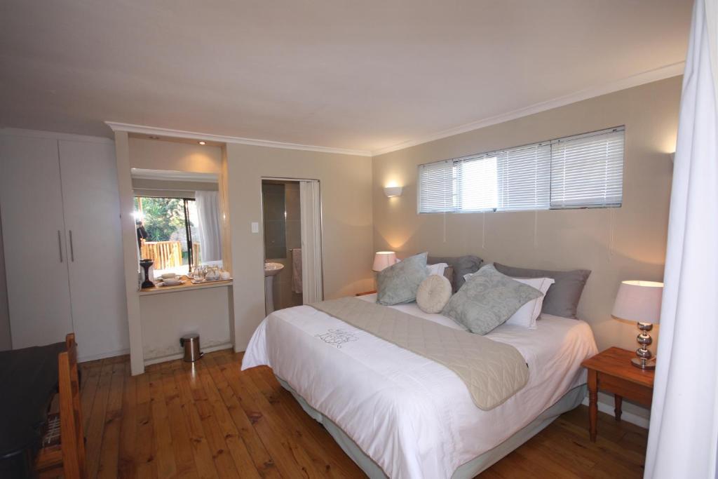 A bed or beds in a room at Tri-Angle B&B and Guesthouse