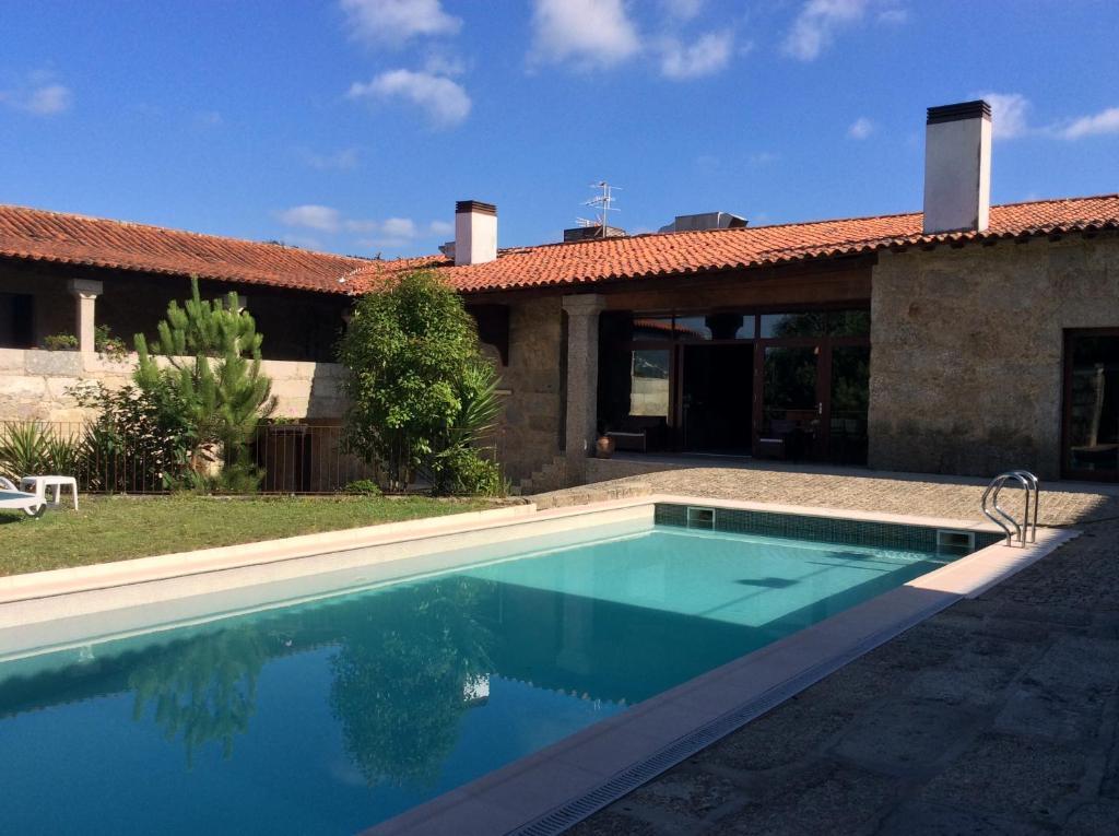 A piscina em ou perto de Hotel Rural Alves - Casa Alves Torneiros