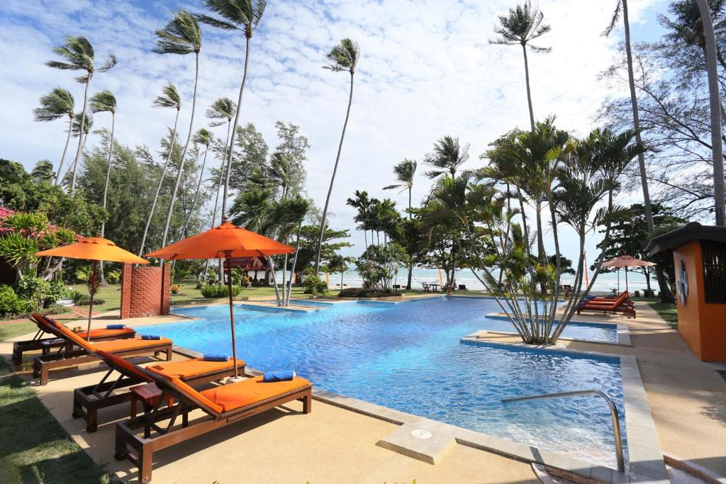 The swimming pool at or near Viva Vacation Resort