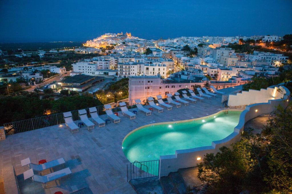Vista sulla piscina di Monte Sarago Villas o su una piscina nei dintorni