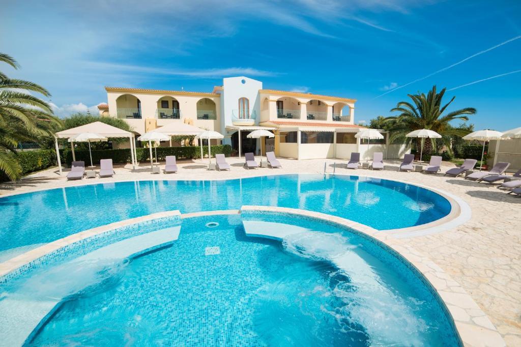 The swimming pool at or near Hotel Ristorante Il Vascello