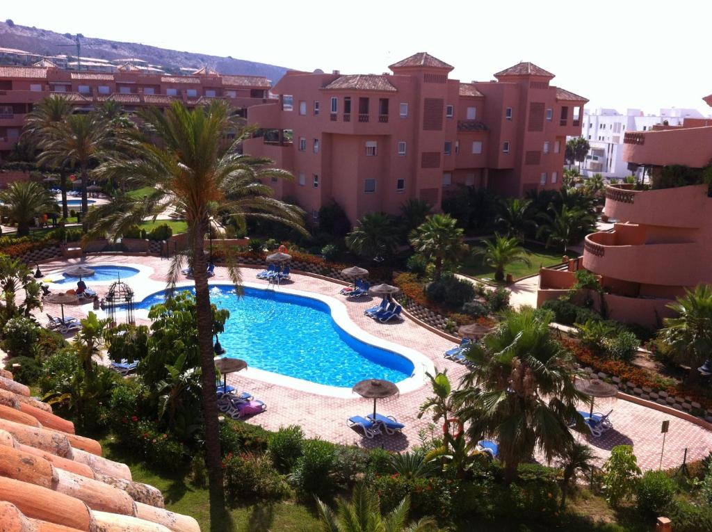 Vista de la piscina de Apartamentos Almerimar Golf o alrededores
