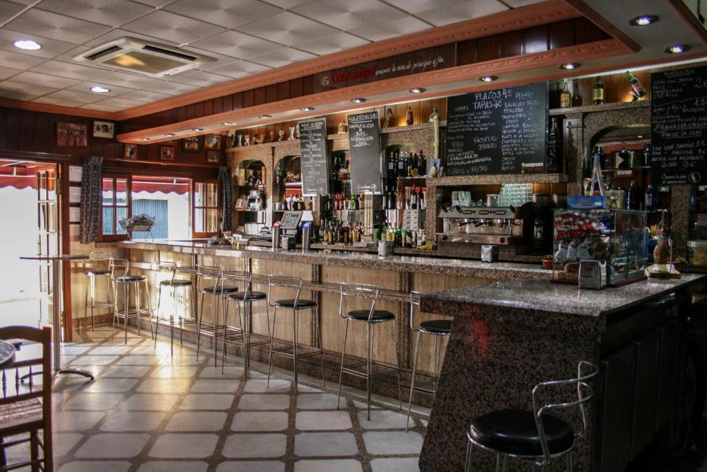 The lounge or bar area at Hostal El Emigrante