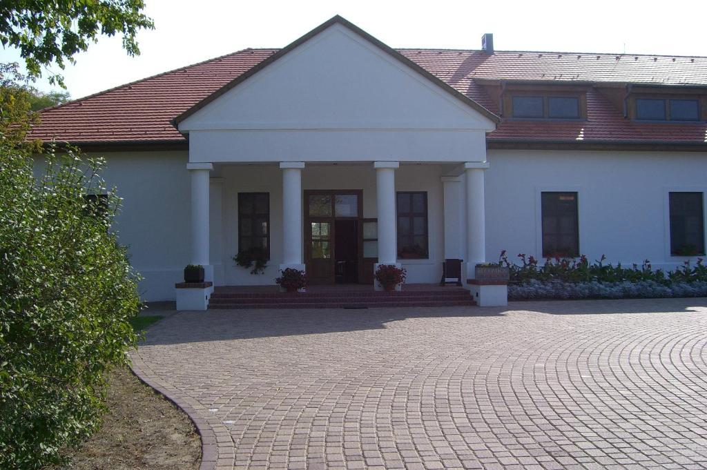 Sarlospuszta Club Hotel Tatarszentgyorgy, Hungary
