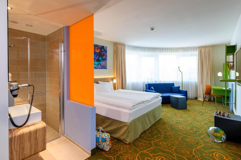 A bed or beds in a room at Ibis Styles Hildesheim