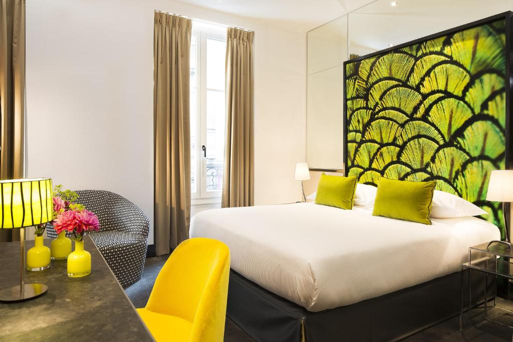 A bed or beds in a room at Hotel de Seze