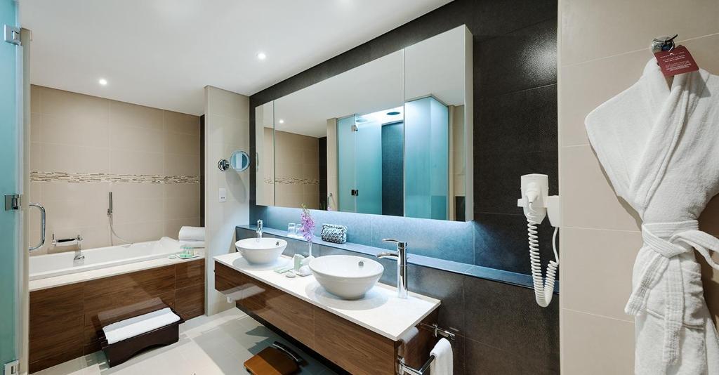 A bathroom at Carlton Downtown Hotel