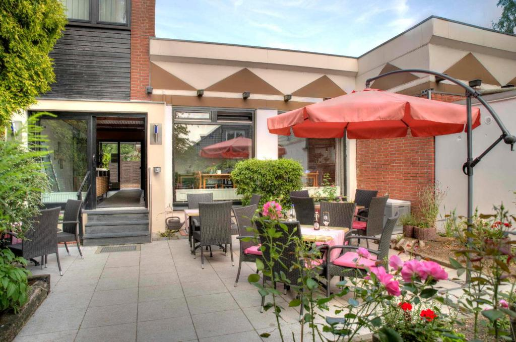 A restaurant or other place to eat at Hotel am Wasserturm