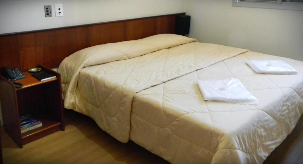 A bed or beds in a room at Hotel Chantilly