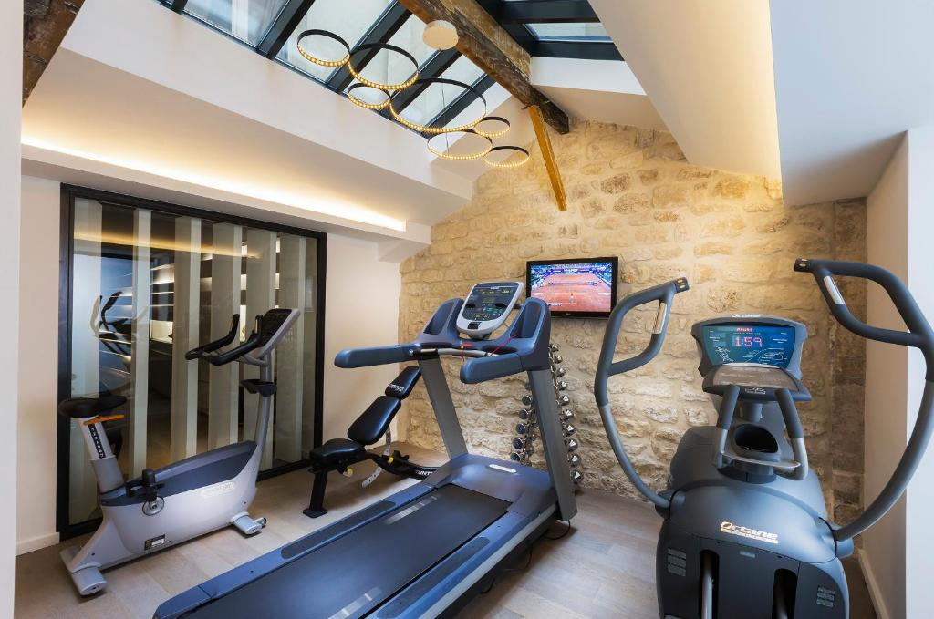 The fitness center and/or fitness facilities at Hôtel Molière