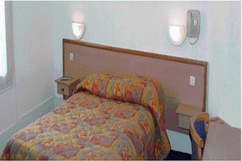 A bed or beds in a room at Altona