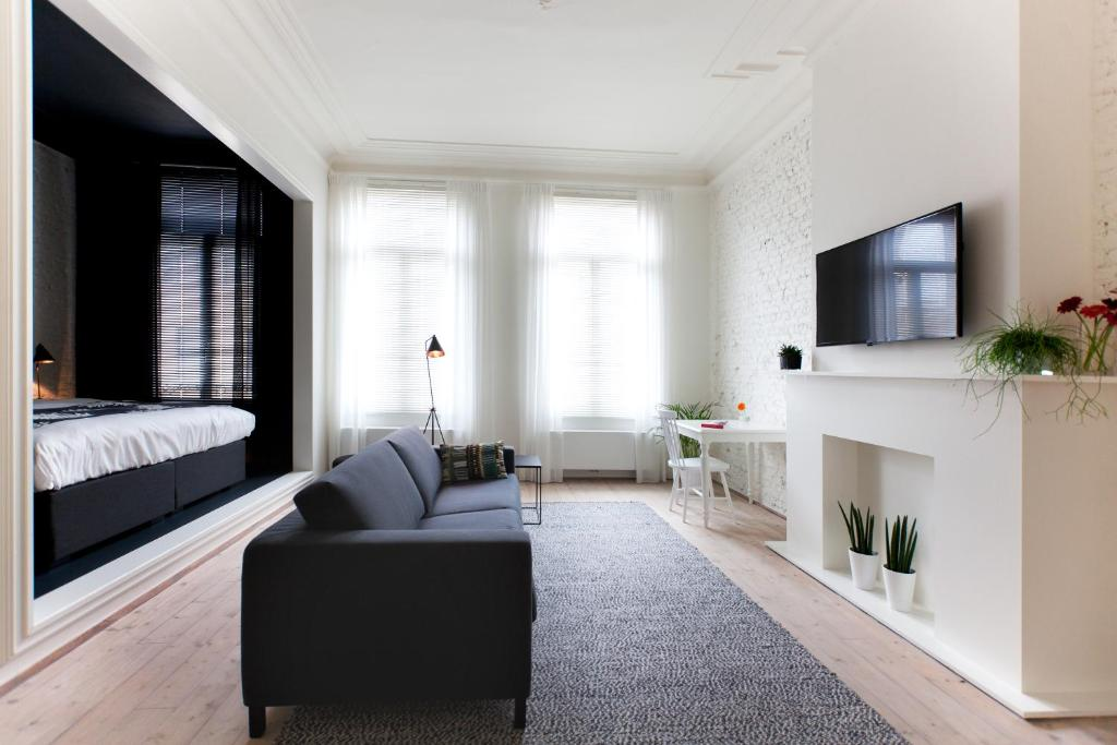 The lounge or bar area at Maison Nationale City Flats & Suites