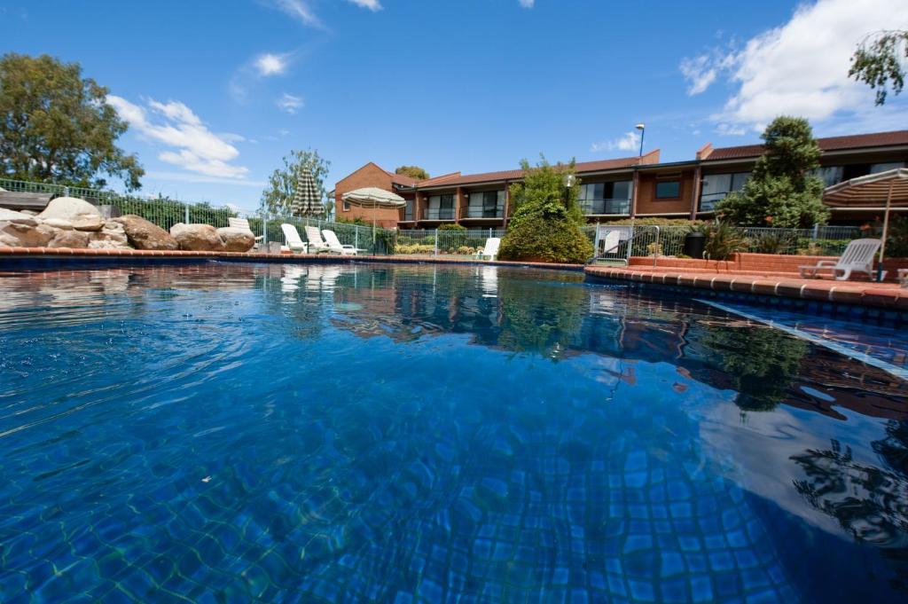 The swimming pool at or near Club Mulwala Resort