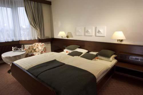 Ein Bett oder Betten in einem Zimmer der Unterkunft Hotel Klaiber Garni