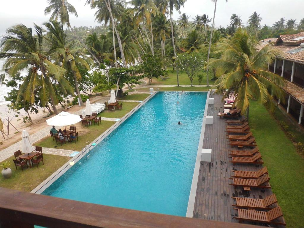 A view of the pool at Paradise Beach Club or nearby