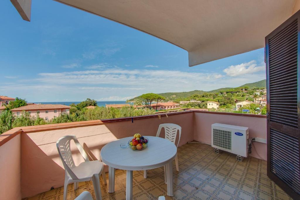 A balcony or terrace at Hotel Del Golfo - Dependance