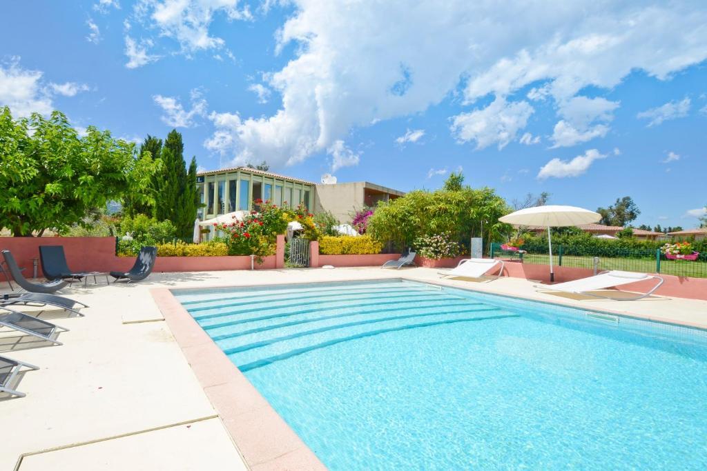 The swimming pool at or near Les Jardins De La Madrague