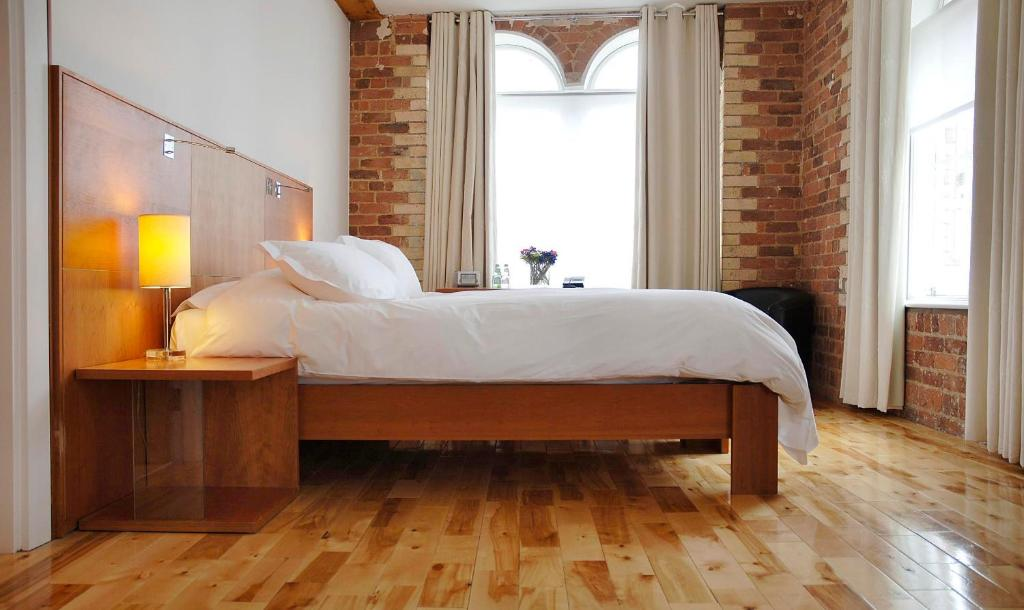 A bed or beds in a room at Hope Street Hotel