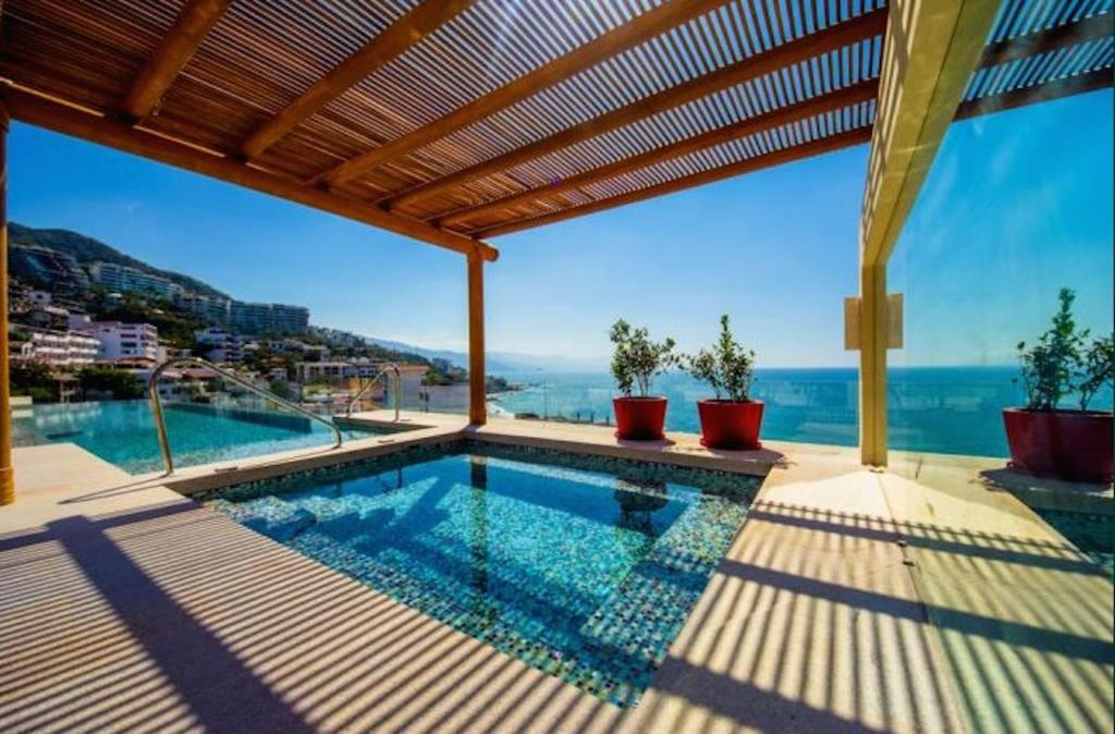 The swimming pool at or near Luxury Condo V177 Romantic Zone