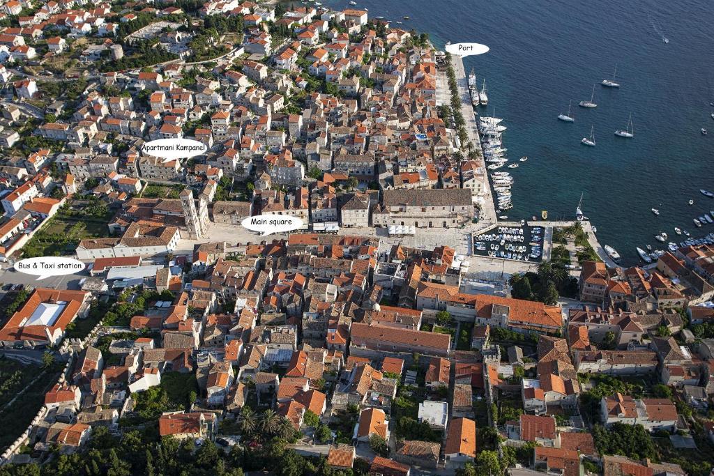 Vue panoramique sur l'établissement Apartments and Rooms Kampanel