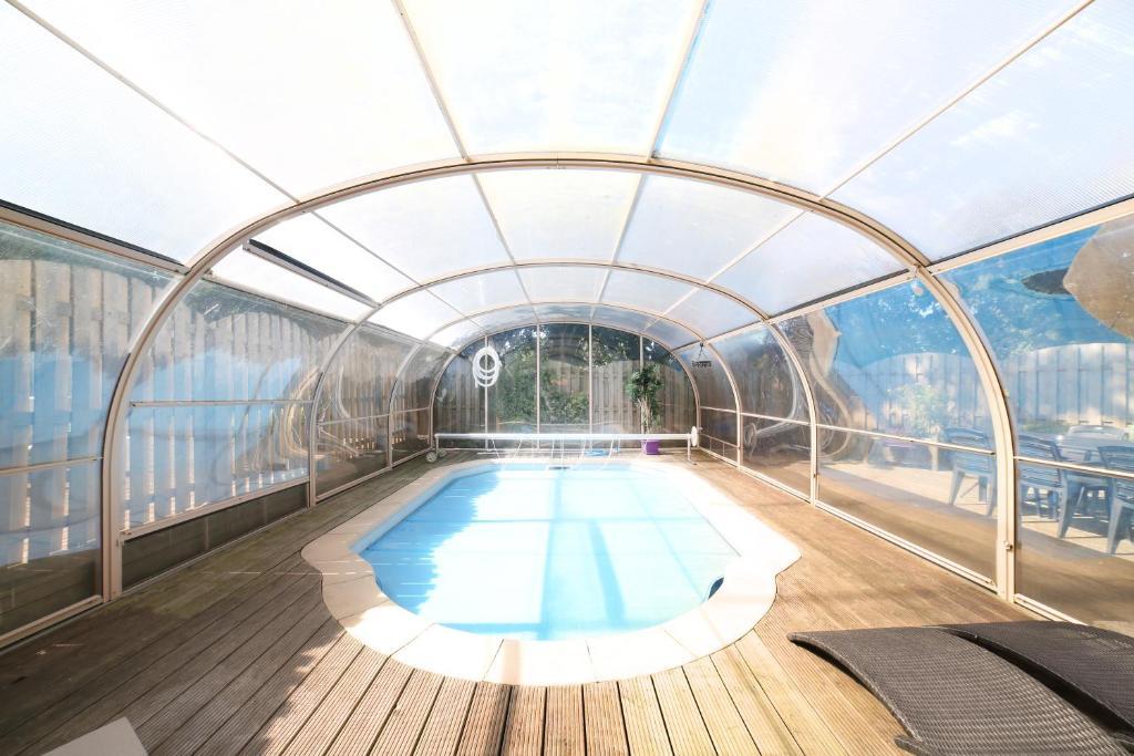 Piscine de l'établissement Dolce Casa Pool and Sauna ou située à proximité