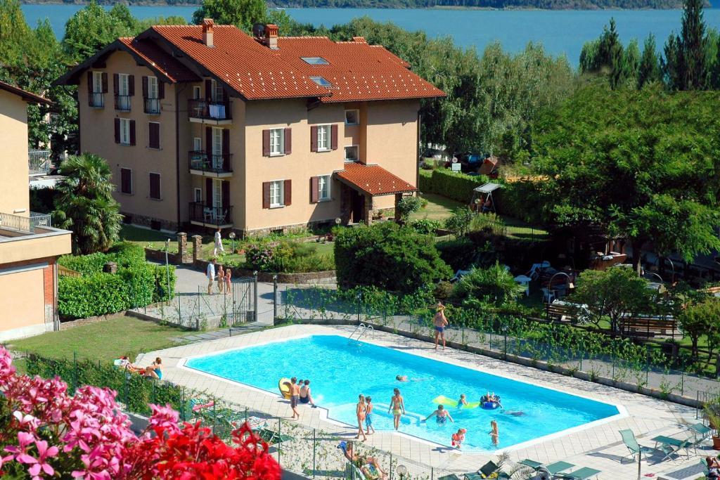 Piscine de l'établissement Residence Geranio ou située à proximité