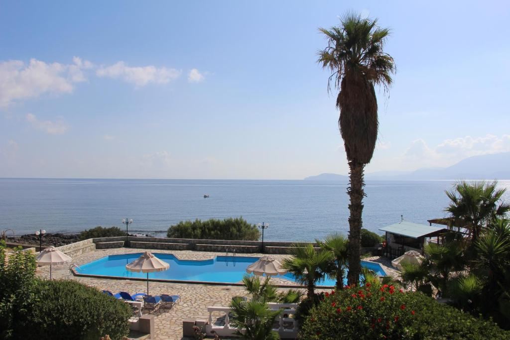 A view of the pool at Vangelis Villas or nearby