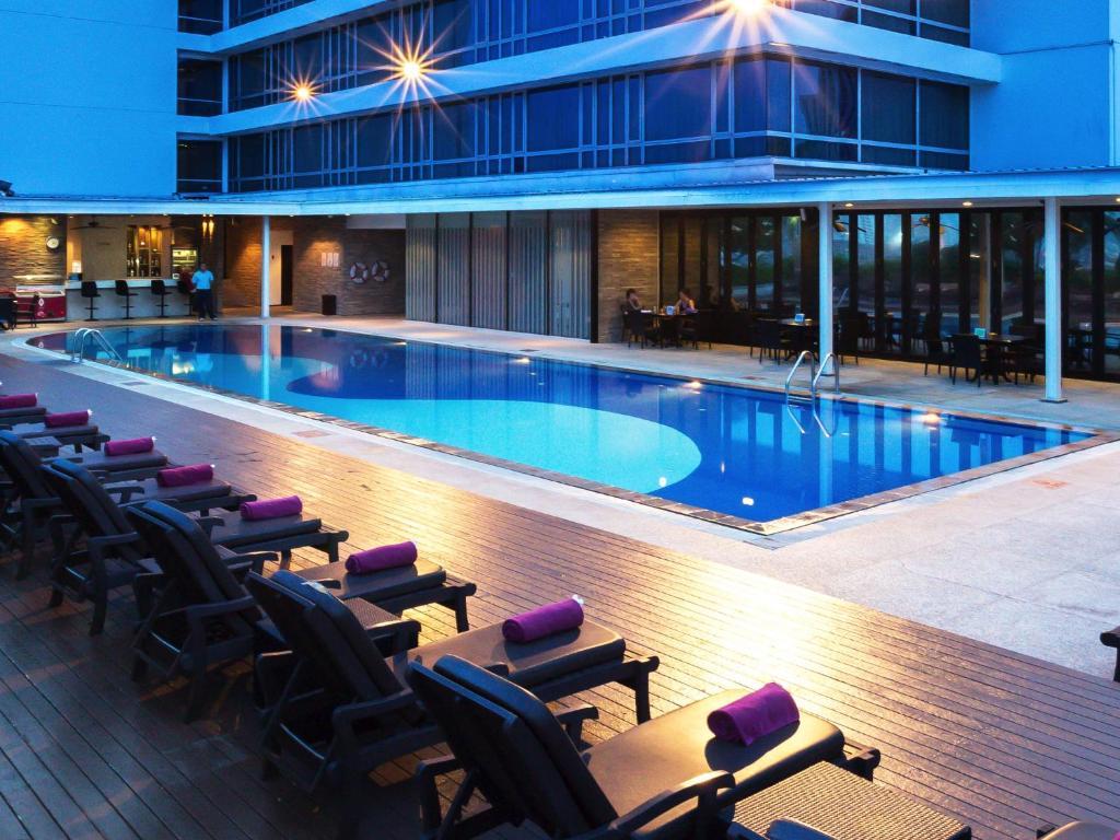 Basen w obiekcie Eastin Hotel Makkasan, Bangkok lub w pobliżu