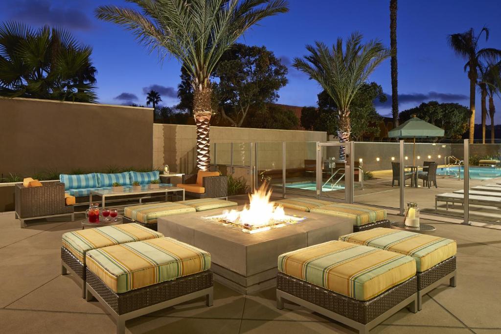 Der Swimmingpool an oder in der Nähe von Hampton Inn San Diego Mission Valley