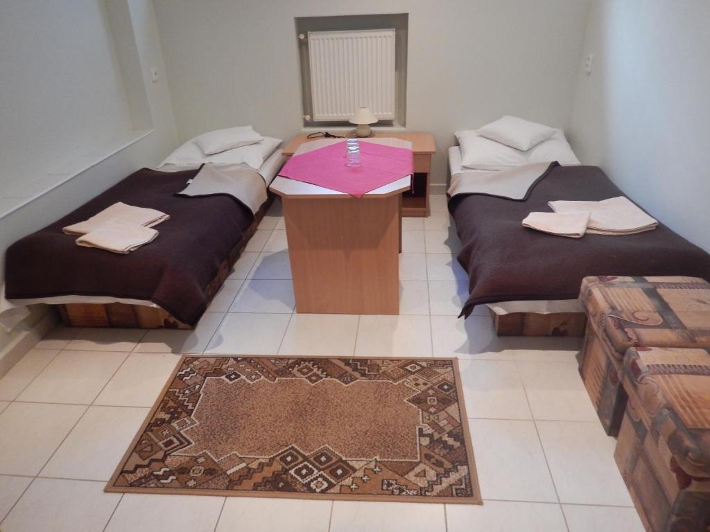 Posteľ alebo postele v izbe v ubytovaní Penzión a reštaurácia pod Hradom, Turńa nad Bodvou