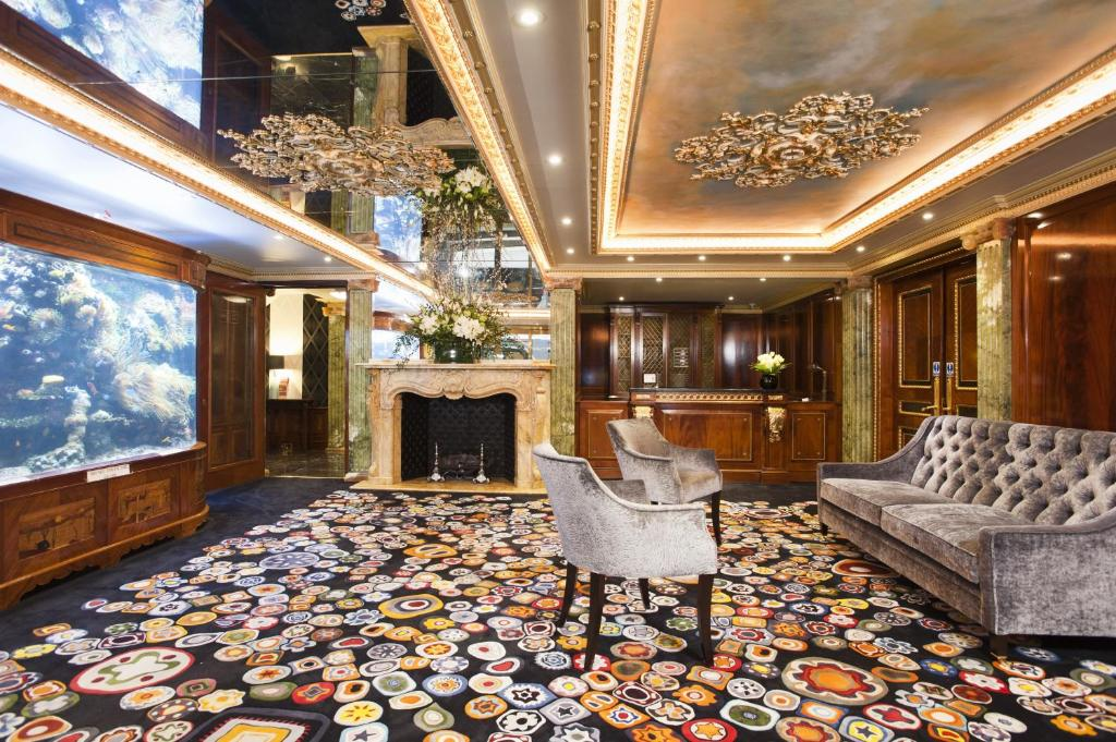 The lobby or reception area at Mayfair House