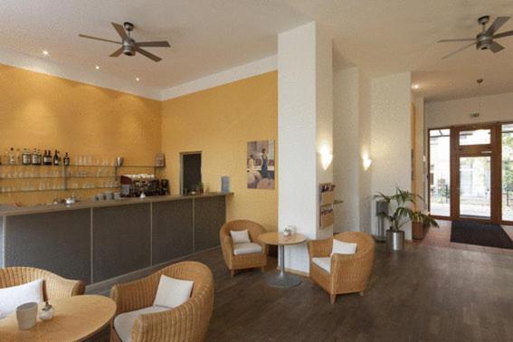 Ein Restaurant oder anderes Speiselokal in der Unterkunft Hotel 26