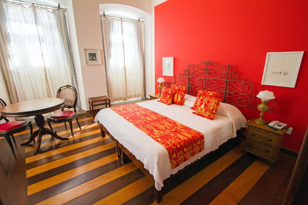A bed or beds in a room at Pousada Solar dos Deuses