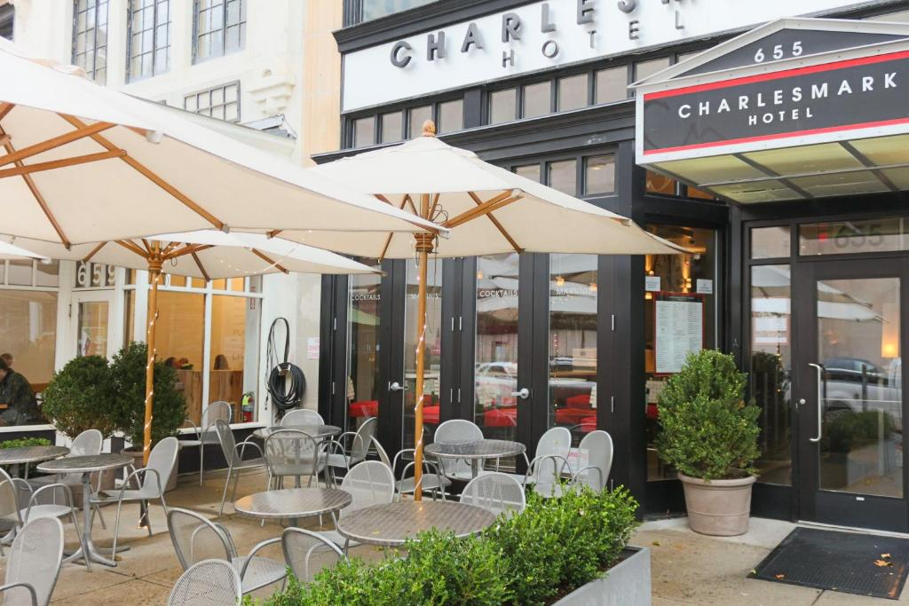 A restaurant or other place to eat at Charlesmark Hotel