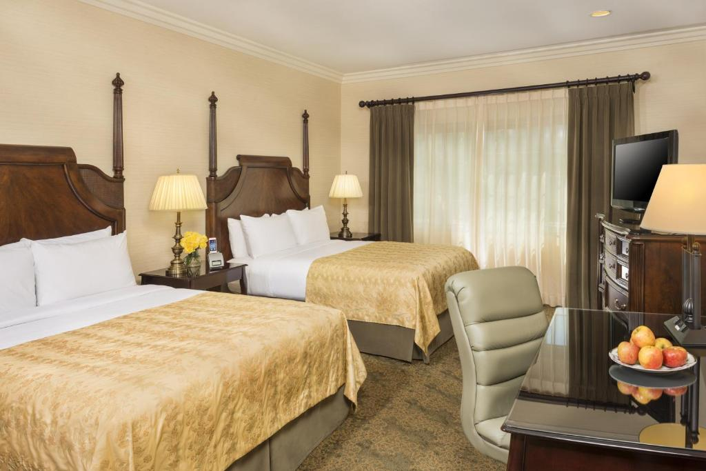 A room at the Ayres Suites Diamond Bar.