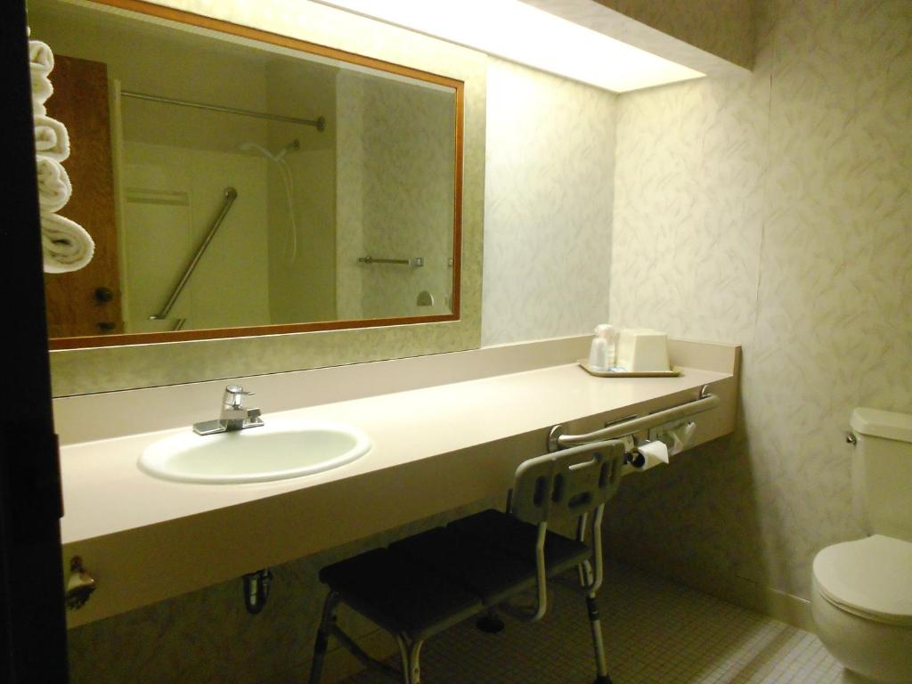 A bathroom at Abby Inn
