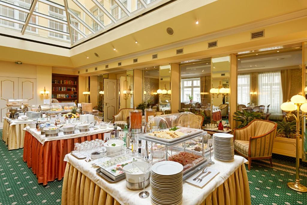 A restaurant or other place to eat at Hotel City Central