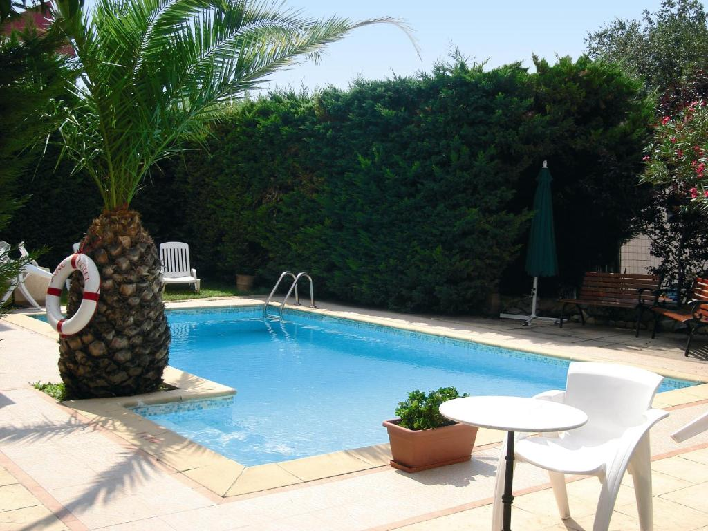 The swimming pool at or close to Adonis Arc Hotel Aix