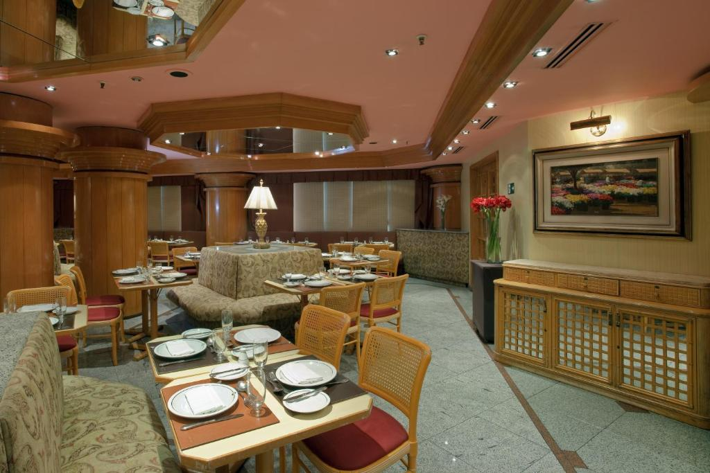 A restaurant or other place to eat at Hotel Atlantico Star