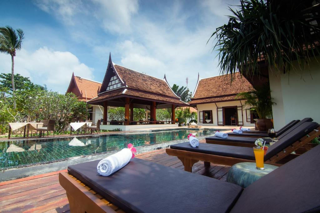 The swimming pool at or near Baan Thai Lanta Resort