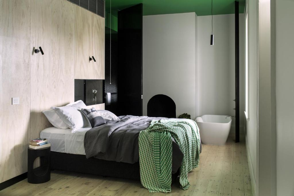 A bed or beds in a room at Drift House