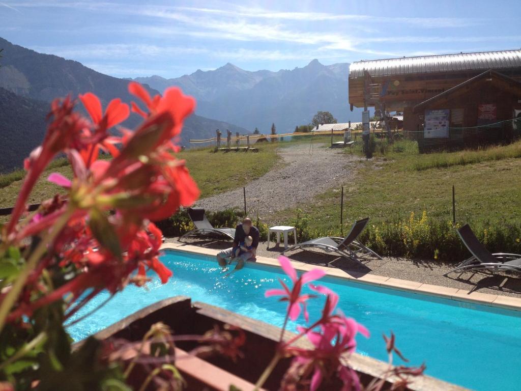 Het zwembad bij of vlak bij Mountainhotel Saint Roch