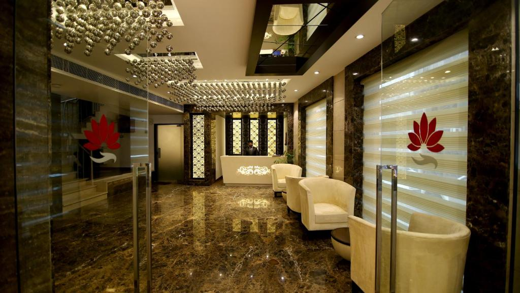 The lobby or reception area at The Prime Balaji Deluxe @ New Delhi Railway Station
