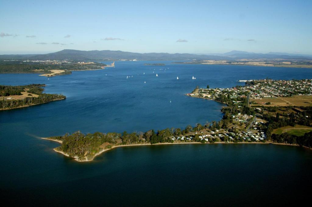 A bird's-eye view of Beauty Point Tourist Park