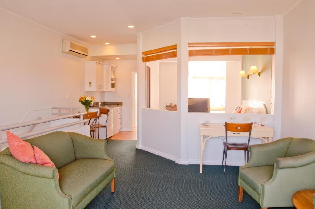 Beachfront Motel - Laterooms