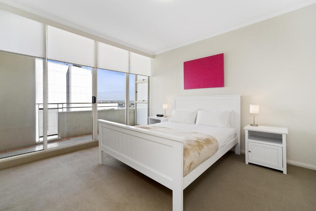 A bed or beds in a room at Astra Apartments Sydney - Kent Street